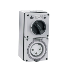 4C   Combination Switched socket 3 Round Pin IP66 250V 32A (040.000.0215)